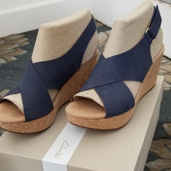 0935b746bea8 NWT Clarks Annadel Eirwyn navy sandals